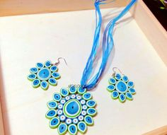 12 Awesome Paper Quilling Jewelry Designs To Start Today – Quilling Techniques Paper Quilling Earrings, Paper Quilling Designs, Quilling Craft, Quilling Patterns, Quilling Ideas, Paper Jewelry, Paper Beads, Jewelry Crafts, Quilled Creations