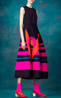 The complete Delpozo Pre-Fall 2017 fashion show now on Vogue Runway. Fashion 2017, Look Fashion, High Fashion, Fashion Show, Autumn Fashion, Fashion Dresses, Womens Fashion, Fashion Design, Fashion Trends