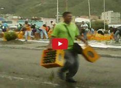 Saquearon camión de cerveza en Barcelona  http://www.facebook.com/pages/p/584631925064466