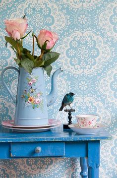 feeling blue. Awwwwesome old early french blue enamelware coffee pot!!!! And of course looooove the old blue painted table and fab wall paper!!!