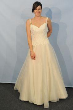 Lea Ann Belter - Bridal Spring 2014  TAGS:Floor-length, Straps, Ivory, Lea-Ann Belter, Chiffon, Lace, Tulle, Elegant
