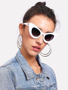 Shop Colorblock Cat Eye Sunglasses online. SheIn offers Colorblock Cat Eye  Sunglasses   more to. Lunettes De Soleil ... a5b2ae4d388a