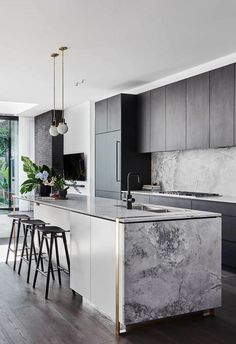 Luxury Kitchen The Block's Alisa and Lysandra worked their magic with a modern revamp of a heritage home in Melbourne's Albert Park. - The Block's Alisa and Lysandra worked their magic with a modern revamp of a heritage home in Melbourne's Albert Park. Home Decor Kitchen, Interior Design Kitchen, New Kitchen, Modern Kitchen Decor, Awesome Kitchen, Kitchen Black, Scandinavian Kitchen, Kitchen Floor, Black Kitchens