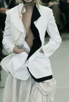 Comme des Garçons at Paris Fashion Week Spring 2003 Couture Mode, Style Couture, Couture Fashion, Rei Kawakubo, Fashion Week Paris, Fashion Details, Fashion Design, Comme Des Garcons, Cool Jackets