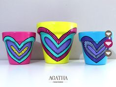 macetas pintadas a mano <3 Painted Clay Pots, Painted Flower Pots, Hand Painted Ceramics, Pottery Painting, Ceramic Painting, Diy Painting, Clay Pot People, Pottery Pots, Cactus Planta
