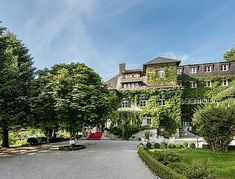 The 4 star hotel Appesbach is located in Edward VIIIs english country house in St Wolfgang am Wolfgangsee in the Salzkammergut region of Upper Austria Parks, Wellness Spa, 4 Star Hotels, Castle, Mansions, House Styles, City, Home, English Country Homes