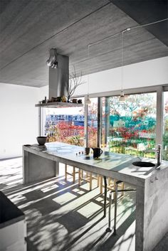 Raw concrete! A kitchen island made from concrete gives the kitchen a raw, natural and cool look.