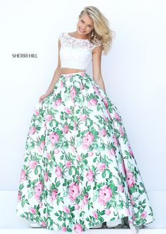 Sherri Hill 50492 Floral Print Two Piece Stylish Prom Dress Sherri Hill Prom Dresses, Prom Dresses 2016, Bridesmaid Dresses, Wedding Dresses, Pretty Dresses, Beautiful Dresses, Two Piece Homecoming Dress, Long Evening Gowns, Ball Gowns