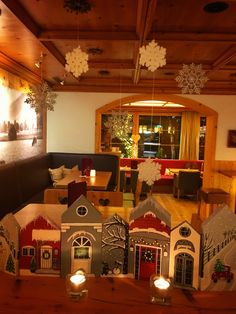 Handbemalte Holzhäuser als Winterdeko im Hotel Tirolerhof Cabana, Ss, Table Lamp, Home Decor, Homemade Home Decor, Table Lamps, Cabanas, Interior Design, Gazebo