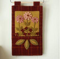 """Apliques de lana modelo """"Rosa en el suelo del bosque"""" del colgante de pared penny alfombra primavera flores primavera alfombra a mano teñido enganchar lana fieltro primitivo"""