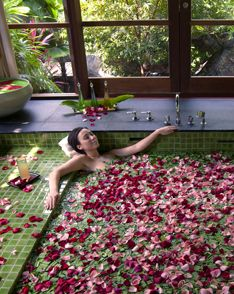 Four Seasons Resort Langkawi invites you to experience luxury living flanked by cliffs and the sanctuary of the rainforest at our UNESCO world geopark resort. Boutiques, Inflatable Hot Tub Reviews, Resorts, Romantic Bathrooms, Bathroom Spa, Relaxing Bath, Best Bath, Luxury Spa, Peaceful Places
