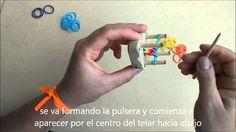 pulsera de gomitas con con el telar de cuatro clavijas d.i.b