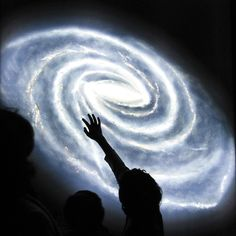 Quando a ciência se mistura a discursos apaixonados e poéticos, o resultado não poderia deixar de ser uma profunda sensação de inspiração. Caso o assunto abordado e a forma como ele é exposto sejam realmente tocantes, podem provocar até mesmo um senso de reverência para com a natureza e a vida como um todo. http://revistagalileu.globo.com/Ciencia/Espaco/noticia/2014/07/9-videos-absolutamente-inspiradores-sobre-o-cosmos.html