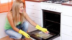 Oven cleaning is seen by many as being one of the most difficult cleaning disciplines to master in a kitchen. What's the secret to having a pristine oven? Here are a few tips to help a person who is having difficulty in cleaning their oven. Oven Cleaning Hacks, House Cleaning Tips, Diy Cleaning Products, Cleaning Solutions, Spring Cleaning, Apartment Cleaning, Office Cleaning, Cleaning Services, Bra Hacks