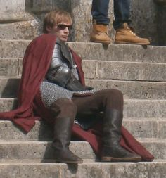 Merlin // Bradley James on set. Merlin Show, Merlin Cast, Merlin And Arthur, King Arthur, Bbc Tv Shows, Movies And Tv Shows, Bradley James, Colin Morgan, Nerd Herd