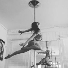 The #Icarus, forever my favorite pole trick on spin. #poledance #poletricks