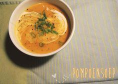 """Het is vandaag World Vegetarian Day, een dag met als doel: """"to promote the joy, compassion and life-enhancing possibilities of vegetarianism."""" Yay! Dat moeten we vieren met een soepje waar geen dierlijke ingrediënten in hoeven. Een soepje dat perfect bij het zonnige herfstweer van vandaag past trouwens: tropische pompoensoep! Want wist je dat de pompoen …"""