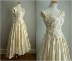 Vintage 50er Jahre Elfenbein Hochzeit Kleid von HungryHeartVintage, $270.00