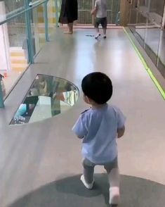 Funny Baby Memes, Cute Funny Baby Videos, Cute Funny Babies, Funny Videos For Kids, Funny Short Videos, Funny Animal Videos, Funny Cute, Haha Funny, Cute Kids