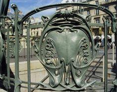 Sur un site consacré à l'histoire des arts, une présentation des entrées de métro d'Hector Guimard