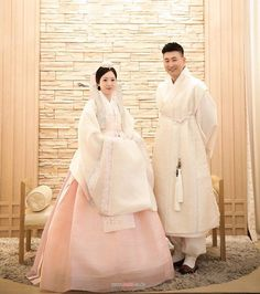 Korean Traditional Dress, Traditional Fashion, Traditional Dresses, Korean Fashion Trends, Asian Fashion, Korean Wedding Traditions, Hanbok Wedding, Korea Dress, Korean Hanbok