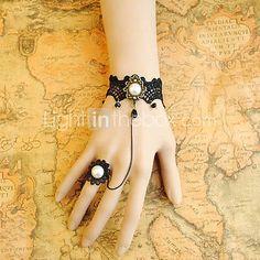 main dentelle noire rococo style gothique lolita bracelet de perles