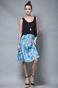 split side fluffy material S Vintage knee length neon blue skirt M