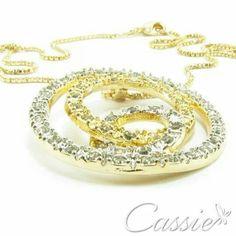 Colar Entrelaçado,  folheado a ouro com pingente cravejado de zircônias. Temos o brinco para formar um lindo conjunto. #cassie #semijoias #good #happy #instafashion #estilo #tendência #inspiração #acessórios #moda #fashion #trends #love #cute