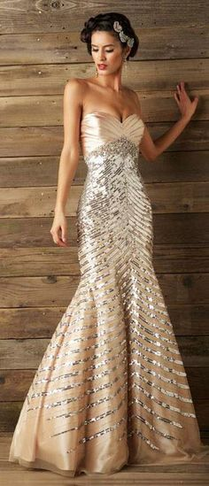 Boy would this be the wedding gown for a New Year's Eve wedding. So gorgeous & sparkly.