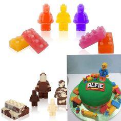 iNeibo Kitchen: bac a glacon, lot de 3 moules à glaçons à theme briques de lego, blocs de construction lego et lego minifigures- 100% silicone alimentaire- sans bpa- pour faire des glaçons, chocolat, bonbons, gâteau, gelée, etc- Un cadeau d'exception pour les fans de lego: Amazon.fr: Cuisine & Maison