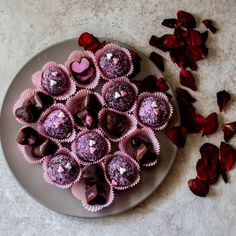 """324 Likes, 27 Comments - Steph ❤ 》 Rainbow Eater (@rainbowsforbreakfast_) on Instagram: """"Love is in the air  with these raw #vegan pitaya cashew filled chocolates  and pink pitaya coated…"""""""