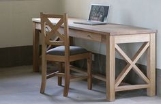 Anta: Desk with Drawers