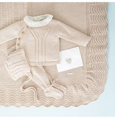 Conjunto – # noveaunéephoto You are in the right place about crochet bebes recien nacido Here we offer you the. Baby Boy Knitting, Knitting For Kids, Baby Knitting Patterns, Baby Boy Outfits, Kids Outfits, Knitted Baby Clothes, Baby Cardigan, Baby Kind, Baby Sweaters