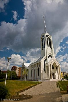 baia-mare-maramures-The image of the church above is a fairly good representation of the state of downtown Baia Mare and of Romanian cities in general Concept Architecture, Amazing Architecture, Church Design, Place Of Worship, Eastern Europe, Tourism, Beautiful Places, Exterior, City