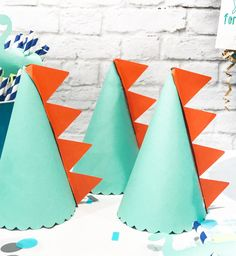 DIY Dinosaur Birthday Party Hats by Pineapple Paper Co. with Martha Stewart, Cricut, and Michaels How to Make a DIY Dinosaur Party Hat - Make your own Dinosaur Birthday Supplies with Boy Birthday Party Ideas by Pineapple Paper Co. Diy Dinosaur Party Decorations, Diy Party Hats, Dinosaur Party Supplies, Dinosaur Party Favors, Birthday Party Decorations, Birthday Supplies, Diy Birthday Banner, Birthday Party Hats, Dinosaur Birthday Party