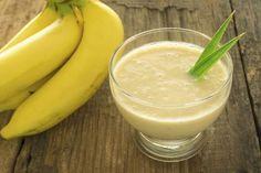 Easy ways to eat banana peels! You& wonder why you ever threw these babies away. Tea Recipes, Smoothie Recipes, Breakfast Recipes, Healthy Recipes, Fruit Smoothies, Healthy Smoothies, Banana Before Bed, Banana Cinnamon Tea, Juice For Skin