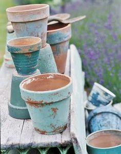 Chippy shabby turquoise and aqua painted clay pots for the beach cottage + plants + landscape Garden Crafts, Garden Projects, Garden Ideas, Vasos Vintage, Vignette Design, Pot Jardin, Painted Clay Pots, Ideias Diy, Outdoor Projects