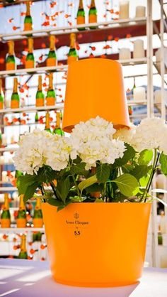 Veuve Clicqout showers bring May flowers Champagne Moet, Champagne Party, Champagne Gifts, Veuve Cliquot, Pop Up Bar, Wine Packaging, Brunch Party, Orange Crush, Bar Drinks