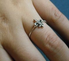 fleur de lis ring. .. my sister would love this ring!