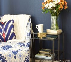 Sitting Area in Master Bedroom | www.decorchick.com