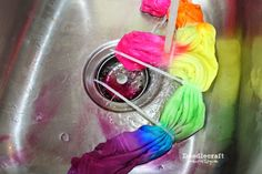 Tulip Tie Dye T-shirt Party! Tie Dye your Summer! Tie Dye is the first signs of Summertime. The bright colors and hippy look are perfect for Summer b… Diy Tie Dye Designs, Tulip Tie Dye, Tie Dye Instructions, Diy Tie Dye Techniques, Diy Tie Dye Shirts, Diy Shirt, Dyed Tips, Tie Dye Party, Cut Up Shirts