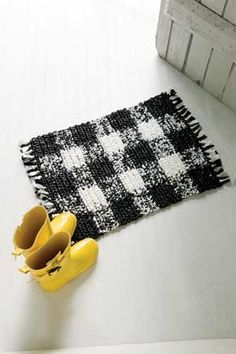 "Checkered Plarn rug - Design by Belinda ""Bendy"" Carter - FREE CROCHET PATTERN"
