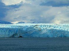 Glaciar Pio XI de frente. Ubicado en la XII Región de Magallanes y Antártica Chilena. Campo de Hielo Patagónico Sur (Patagonia) que pertenece al Parque Nacional Bernardo O'Higgins. Forma parte del conjunto de glaciares que componen el Campo de Hielo Sur, siendo el mayor de todos ellos con sus 1265 km² de superficie. Chile.  2mp.conae.gov.ar