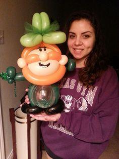 balloon twisting leprechaun | Download Press Photo 2