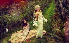 modern hippie style clothing - everyone can wear this. Bohemian Bride, Hippie Bohemian, Bohemian Style, Modern Hippie Style, Hippie Style Clothing, Estilo Boho, Headpiece Wedding, Boho Wedding, Pagan Wedding