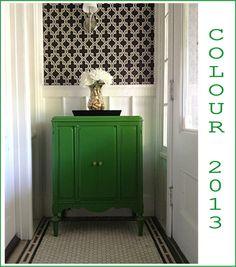 [CasaGiardino] ♛ Gorgoeus Emerald Green Rooms and Pops of Color Interior Design Blogs, Home Interior, Interior Inspiration, Interior And Exterior, Bathroom Interior, Interior Decorating, Emerald Green Rooms, Green Cabinets, Of Wallpaper