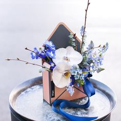 В голубых и синих тонахНавеянный сегодняшним морозным и таким ярким днем✨ А ещё конвертик свободен и готов удивить кого-то в самое ближайшее время.