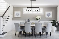 Love this paint color. The beautiful dining space in our Hamptons-inspired Boston 36 at the Super Centre, Parklea. Salon Hamptons, Die Hamptons, Hamptons Living Room, Hamptons Style Decor, Hamptons Style Bedrooms, Dining Room Walls, Dining Room Design, Style At Home, Clarendon Homes