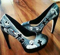 Nightmare Before Christmas shoes Pretty Shoes, Beautiful Shoes, Cute Shoes, Me Too Shoes, Disney Wedding Dresses, Disney Dresses, Tim Burton, Nightmare Before Christmas Wedding, Stiletto Heels
