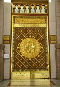 Door at al-Masjid an-Nabawi (Madinah, Saudi Arabia) - Al-Masjid an-Nabawi (The Prophet's Mosque) in Madinah, Saudi Arabia | IslamicArtDB.com